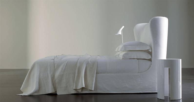 Classical beds reinterpreted with contemporary lines by Meridiani (