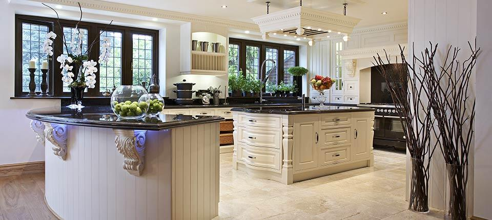 Classical kitchen with modern design integrated in a Georgian style (1)