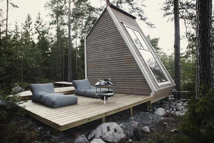 Small cabin in the woods made by designer Robin Falck (3)