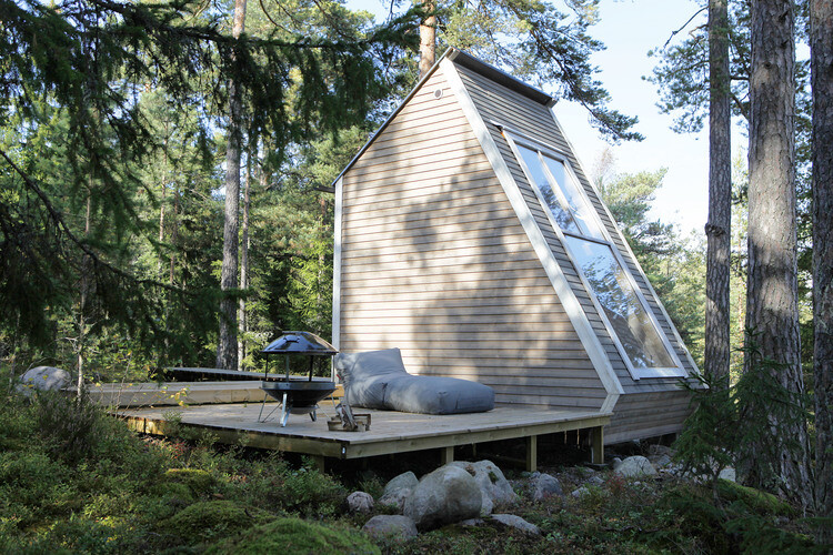 Small cabin in the woods made by designer Robin Falck (6)