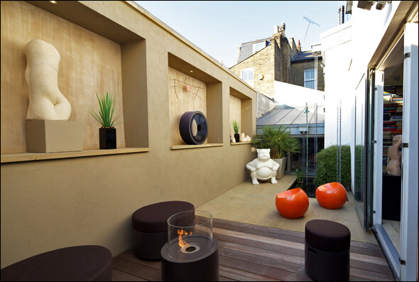 Patio garden from Wandsworth Town, London, designed by Amir Schlezinger