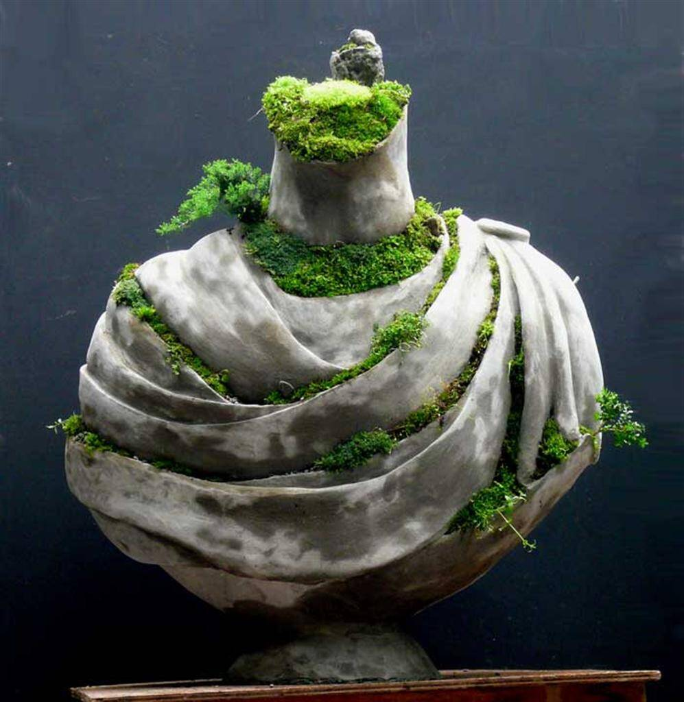 Draped Bust - Extraordinary symbiosis between art and botany - www.homeworlddesign.com
