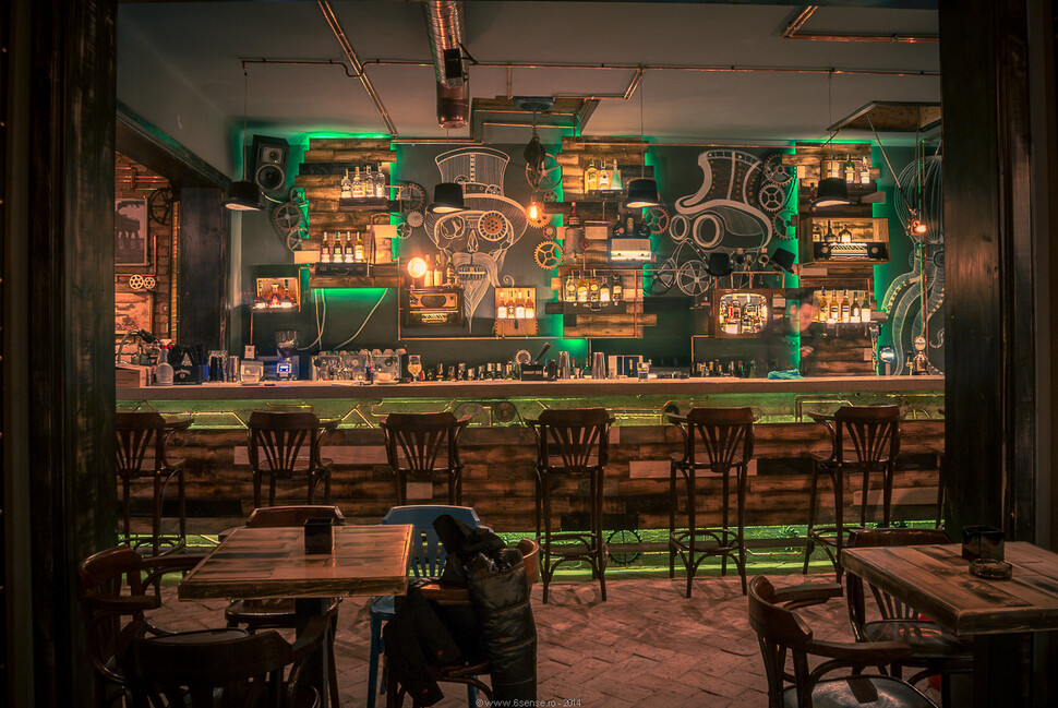 Joben Bistro fascination of steampunk style - www.homeworlddesign.com