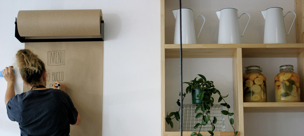 Wall mounted kraft paper roll display Studio Roller by George and Willy - www.homeworlddesign. com (7)