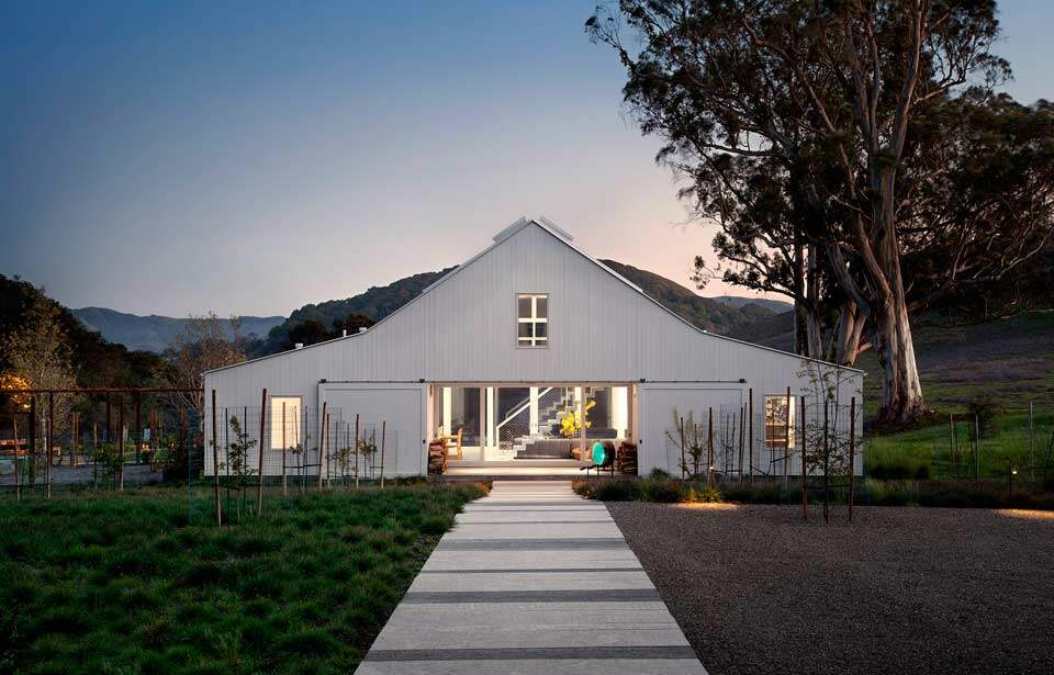 Modern barn-house in the middle of the nature Hupomone Ranch - HomeWorldDesign (1)
