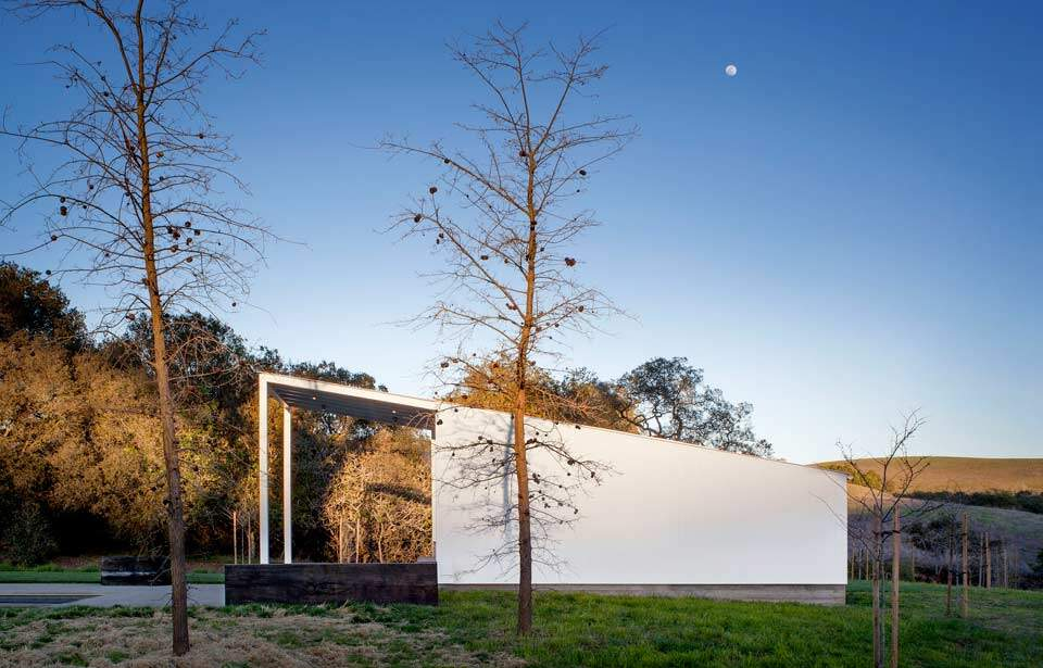 Modern barn-house in the middle of the nature Hupomone Ranch - HomeWorldDesign (10)