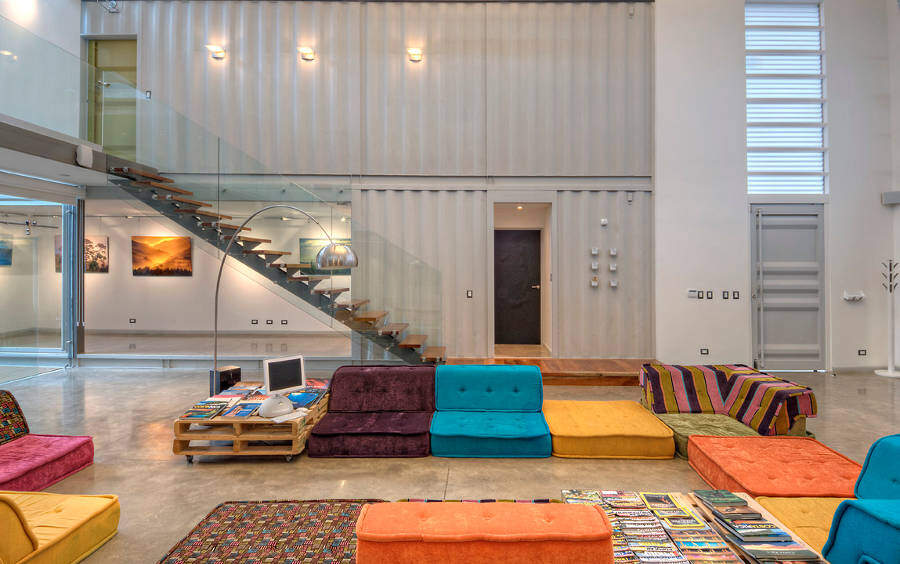 Shipping containers house Incubo by Maria Jose Trejos - HomeWorldDesign (20)