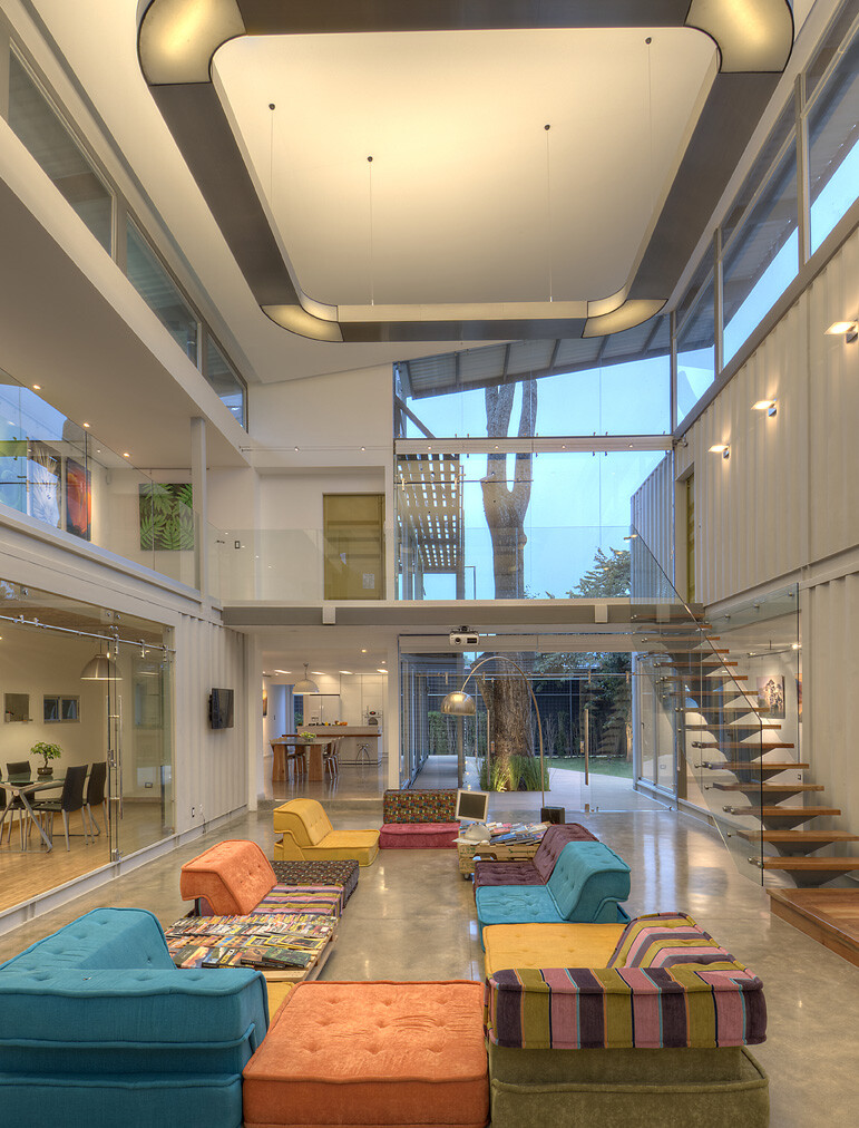 Shipping containers house Incubo by Maria Jose Trejos - HomeWorldDesign (21)