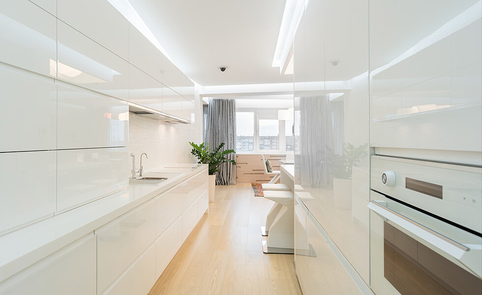 White and mirrors can transform and expand space -  apartment in Rostov on Don - HomeWorldDesign (2)