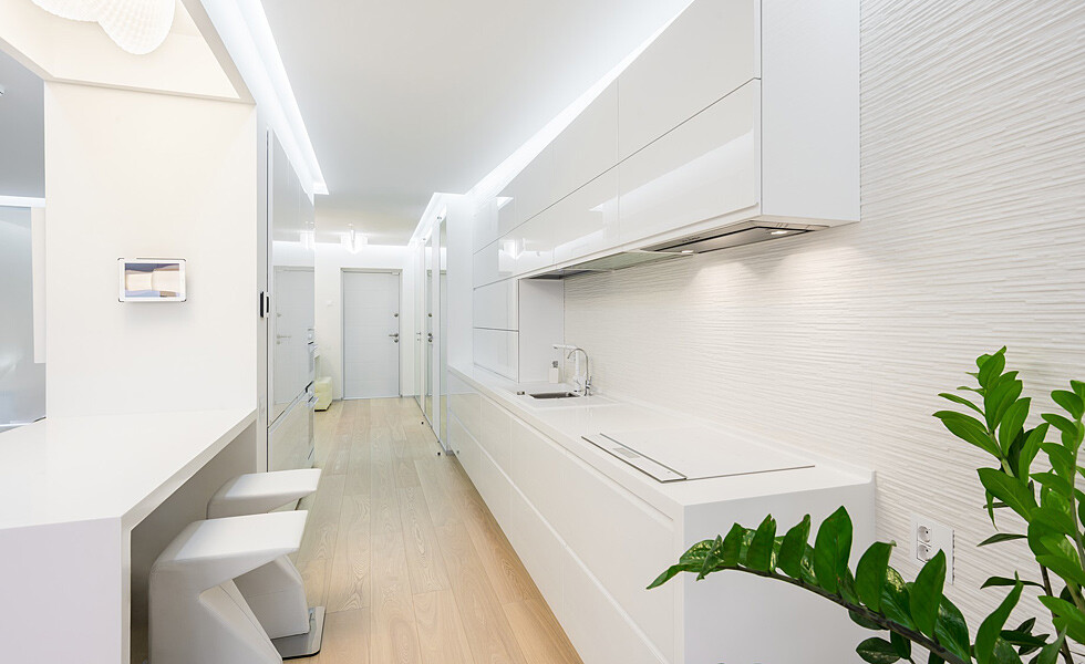 White and mirrors can transform and expand space -  apartment in Rostov on Don - HomeWorldDesign (3)