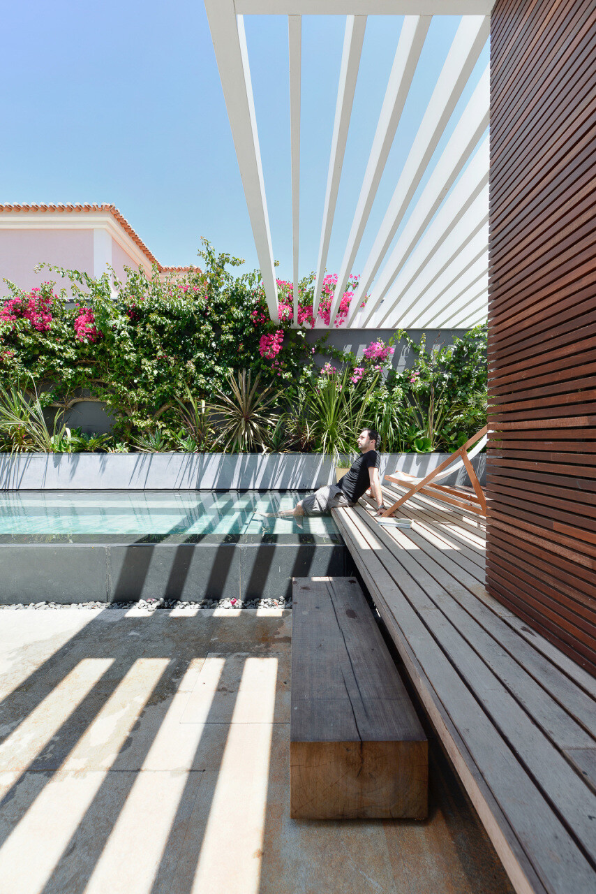 relationship between the old and the contemporary architecture House in Estoril - HomeWorldDesign (31)