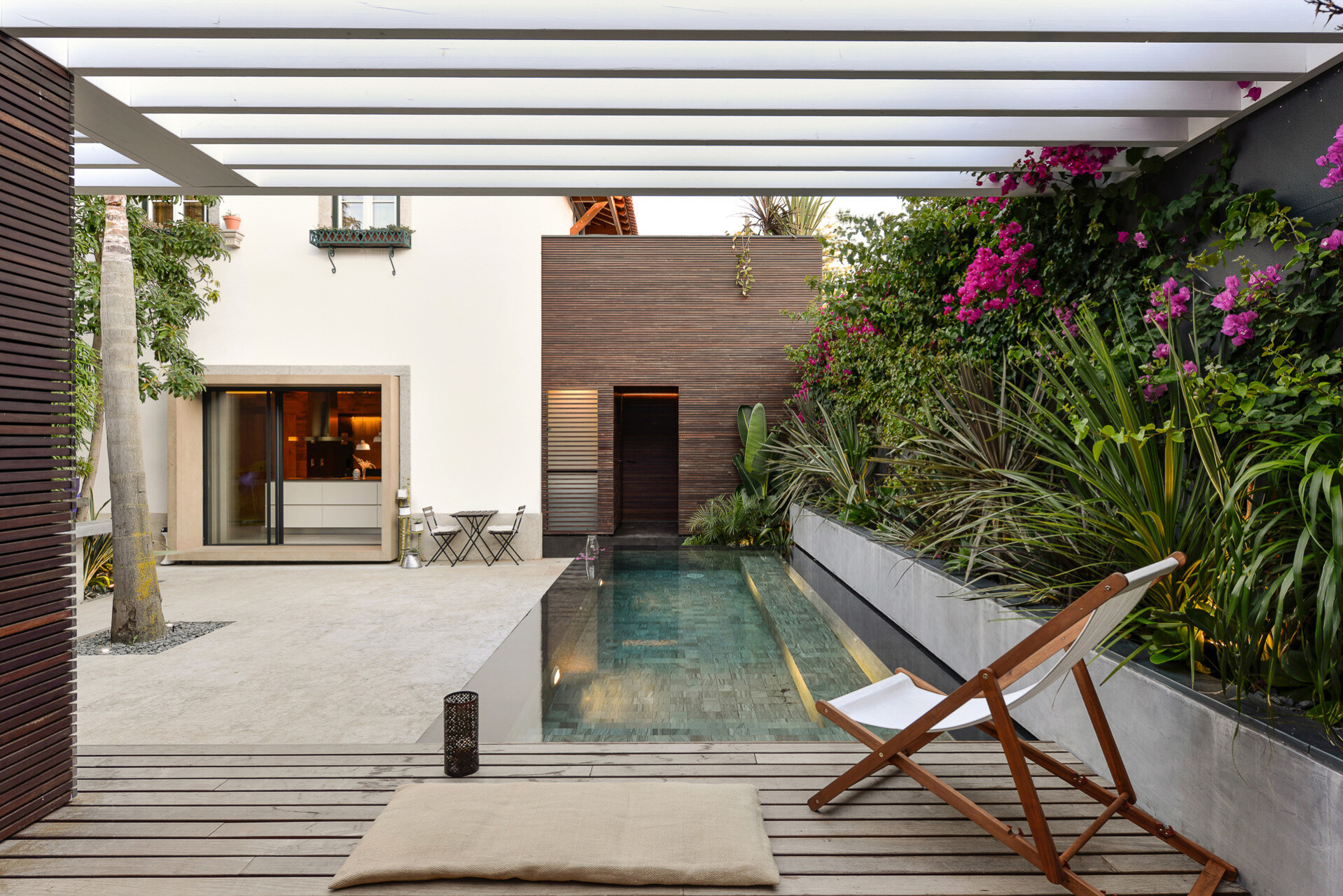 Harmonious relationship between the old and the contemporary architecture House in Estoril - HomeWorldDesign