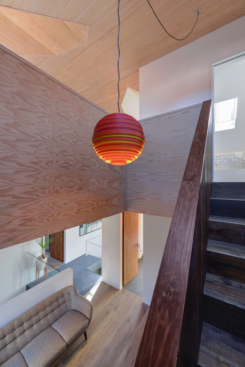 relationship between the old and the contemporary architecture House in Estoril - HomeWorldDesign (42)