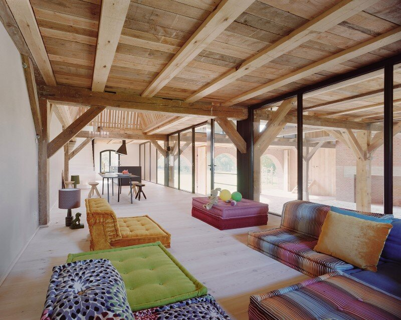 Red Barn by Thomas Kroger converting a barn in an attractive holiday destination - HomeWorldDesign (9) (Custom)