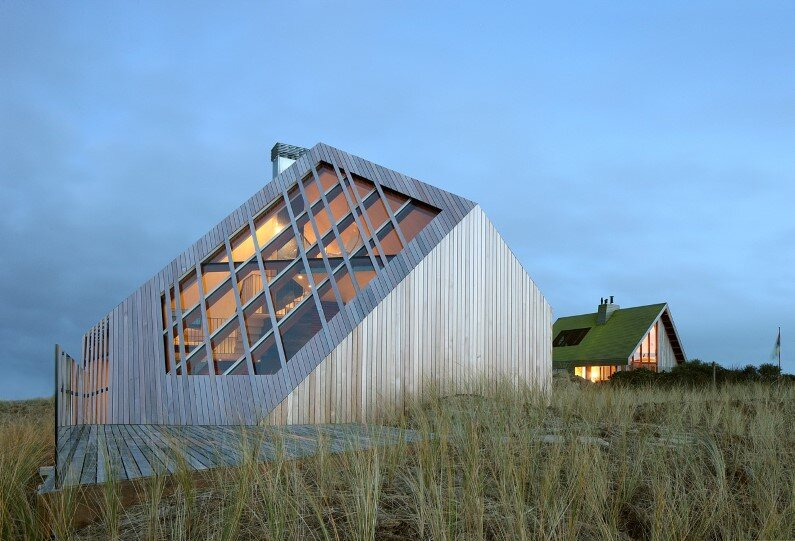Dune House inspired by sand dunes of Terschelling Island (1)