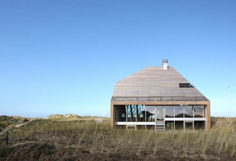 Dune House - minimum carbon footprint on the sand of the island