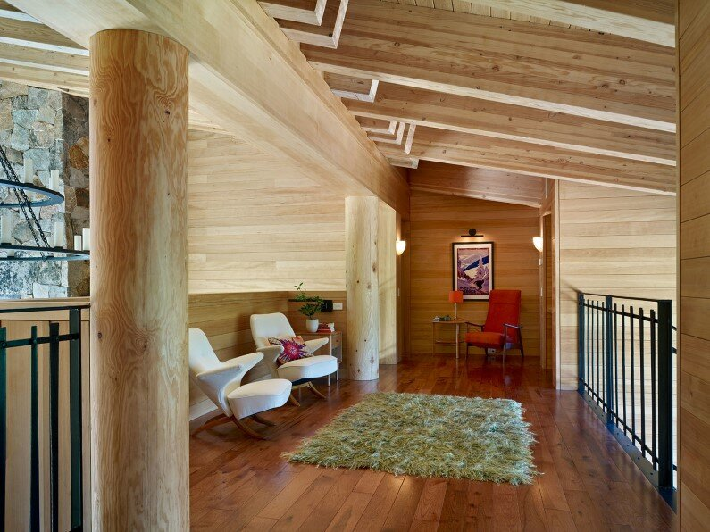 Vacation house - Crow's Nest Residence by Mt Lincoln Construction