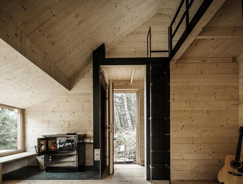Recreation place in the woods Tom's Hut - architect Heike Schlauch