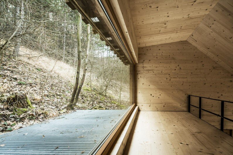 Wood cabin in the woods Tom's Hut - architect Heike Schlauch