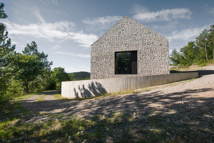 Compact Karst house redefinition of a traditional stony house (1)