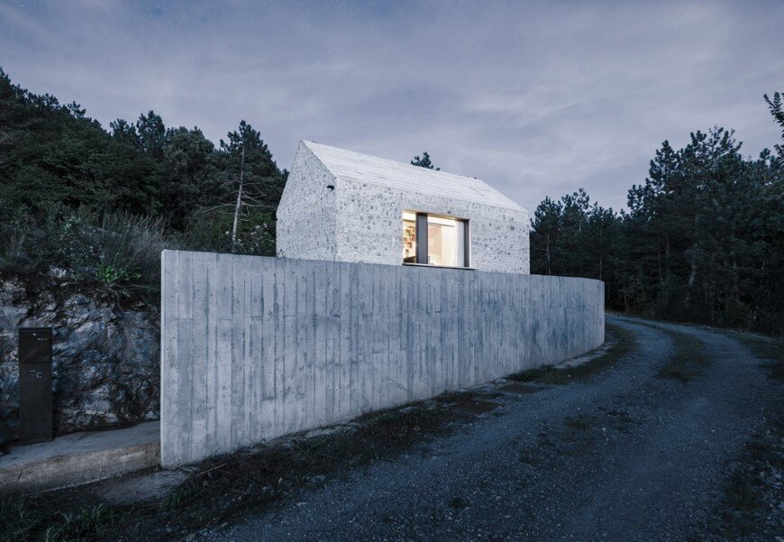 Compact Karst house redefinition of a traditional stony house (13)