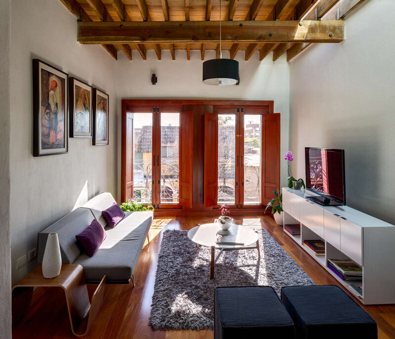 Old building transformed into a contemporary residence - Chihuahua, Mexico (11)