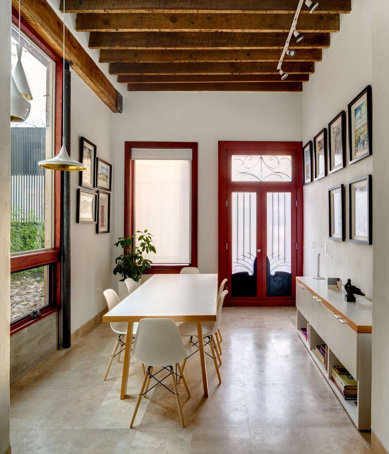 Old building transformed into a contemporary residence - Chihuahua, Mexico (8)