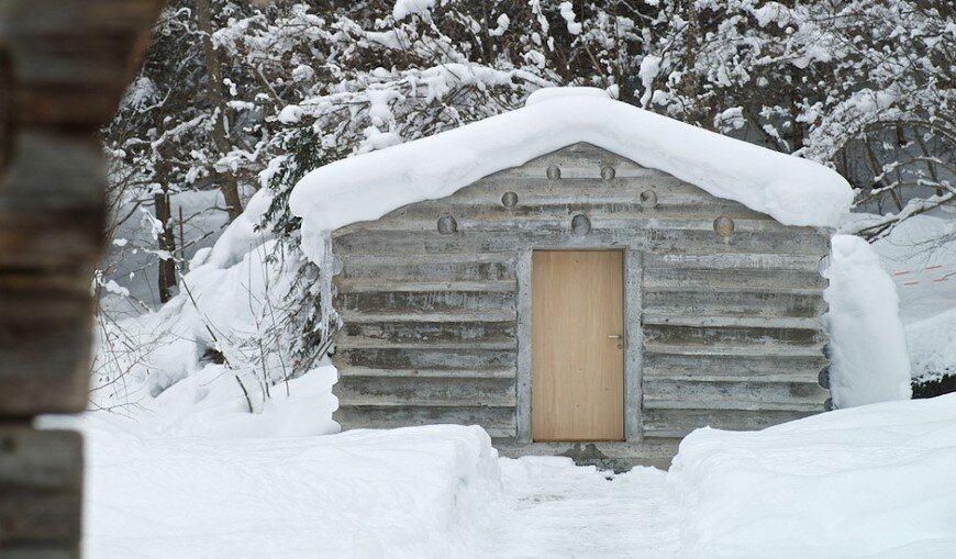 Refugi Lieptgas fascinating concrete cabin in the Swiss Alps (7)