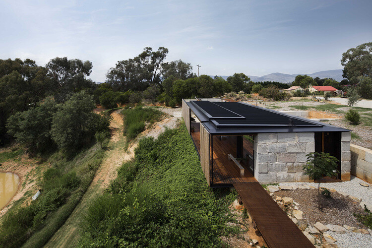 Sawmill House sustainable architecture by reusing waste concrete (1)
