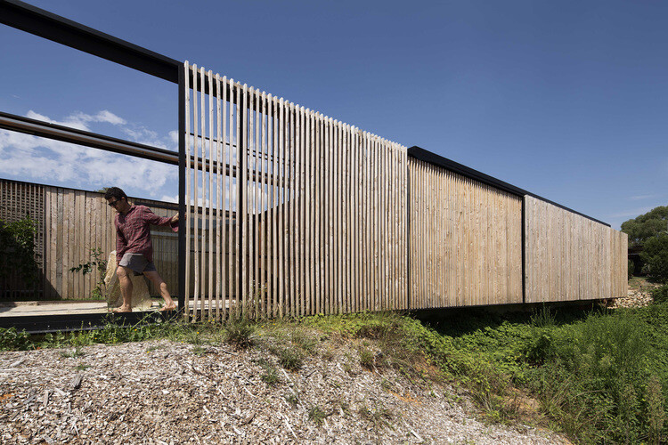Sawmill House sustainable architecture by reusing waste concrete (8)