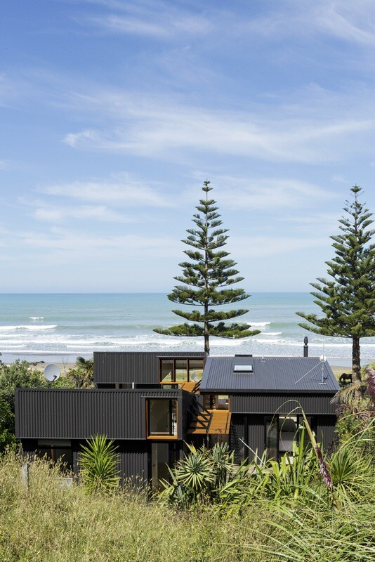 offSET Shed House is a beach house with a large opening to the sea (14)