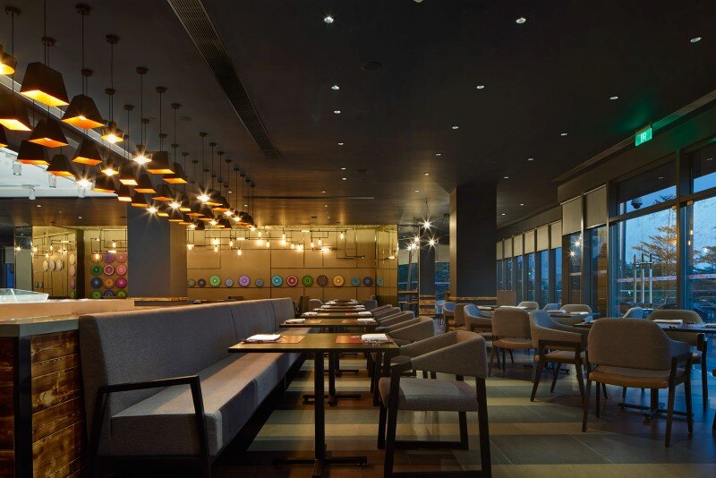 Aloft boutique hotel has a bold and elegant new identity in China (1)