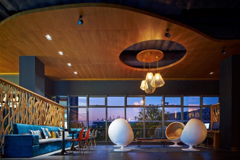 Aloft boutique hotel has a bold and elegant new identity in China (15)