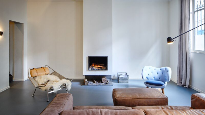 Apartment in Paris with a gorgeous interior design customized with walnut and glass (4)