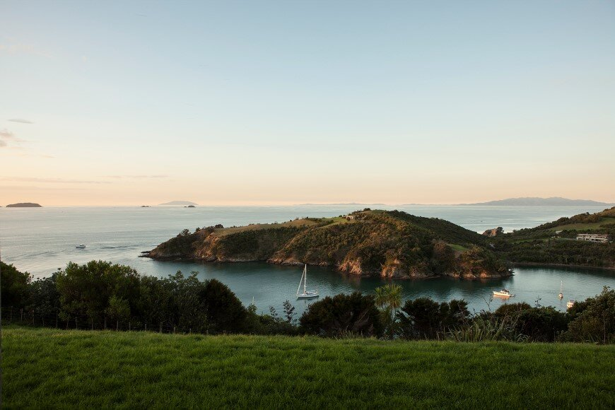 Bold architecture with maximum exposure to the views and seasonal rhythms - Owhanake Headland 10