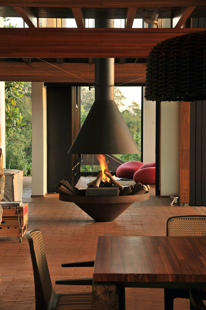 Brasil house with contemporary design placed in the Brazilian Atlantic Forest (19)