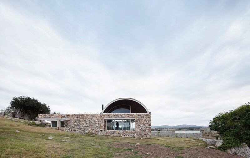 Calera del Rey House stone structure with a vaulted roof (9)