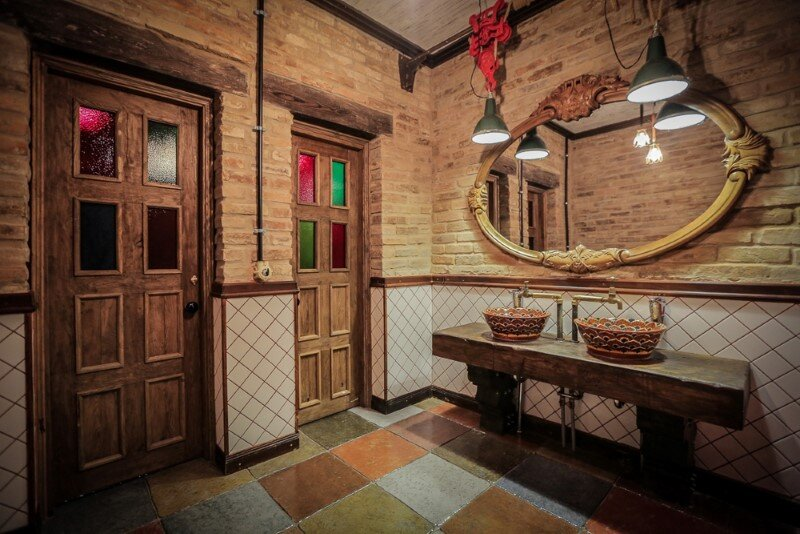 Crazy House BBQ - original country complex with industrial-vintage style (24)