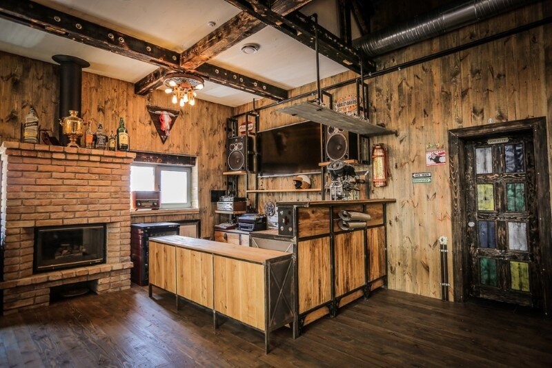 Crazy House BBQ - original country complex with industrial-vintage style (27)