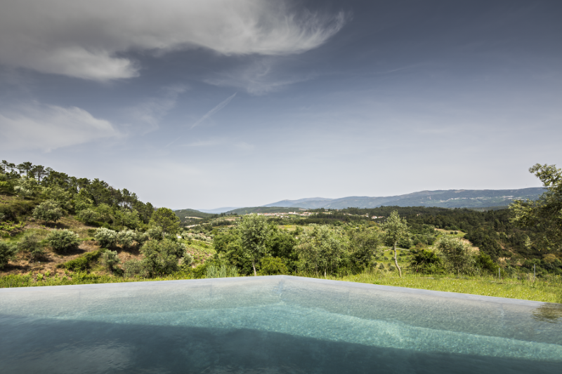 Gateira concrete house designed in harmony with dramatic landscape (19)