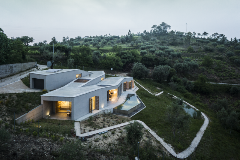 Gateira concrete house designed in harmony with dramatic landscape (3)