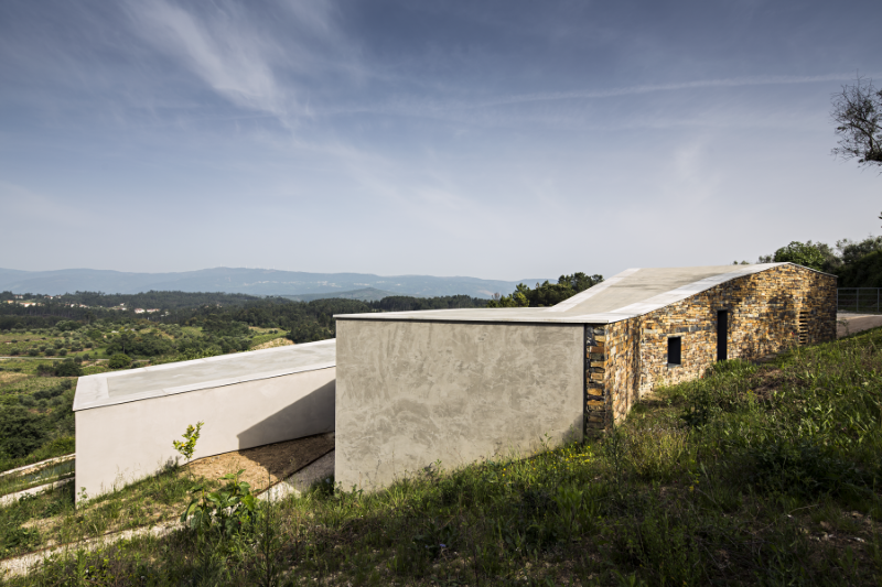 Gateira concrete house designed in harmony with dramatic landscape (9)