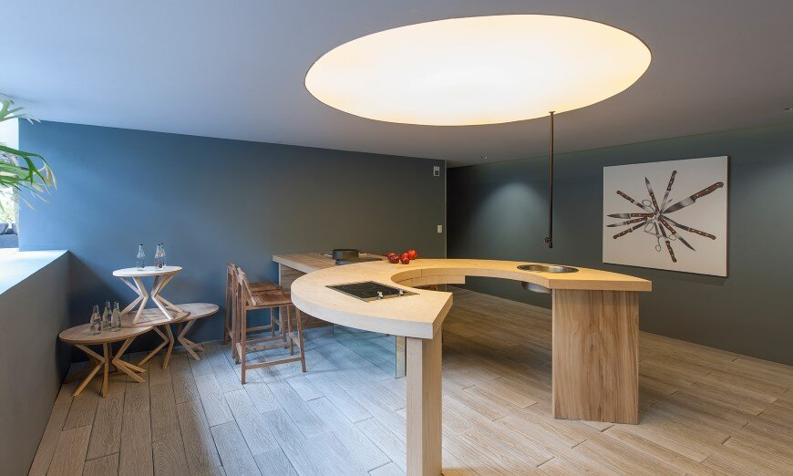 Kitchen design with subtlety of form and comfortable functionality (2)
