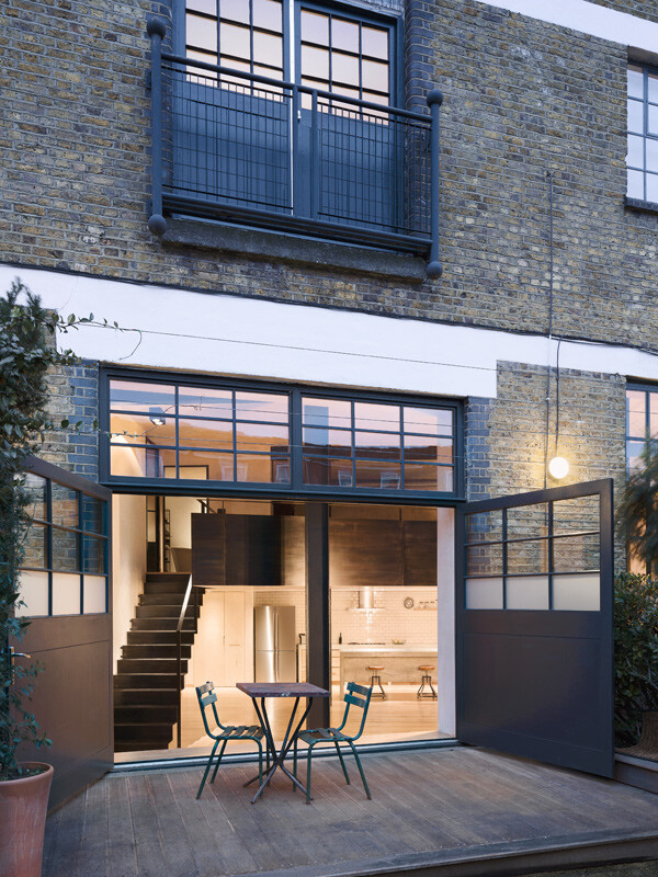 Clapton warehouse converted into a stylish life space (3)
