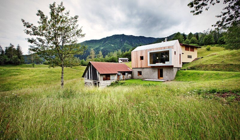 Old barn transformed into a meditative retreat in the mountains (4)