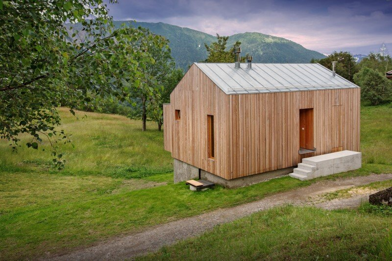 Old barn transformed into a meditative retreat in the mountains (7)