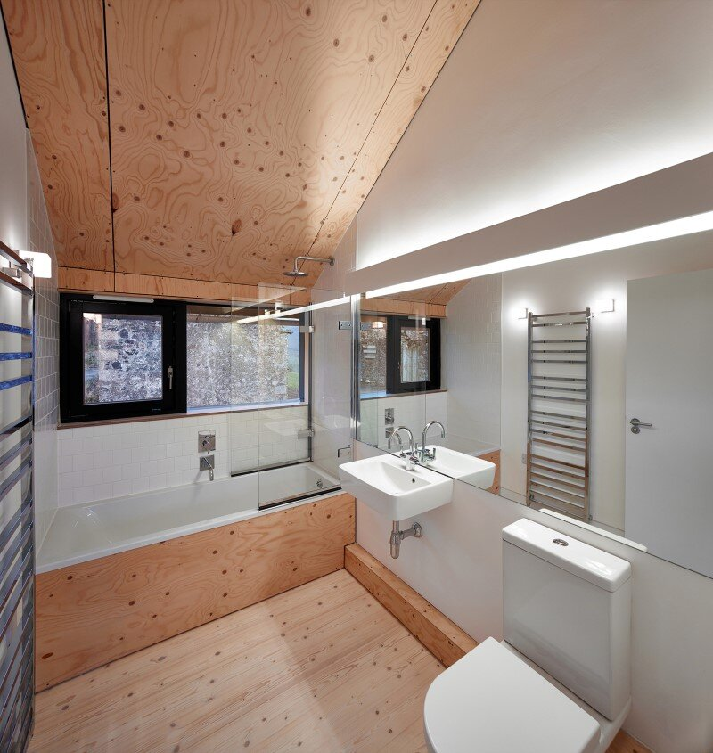 Old mill transformed into a modern holiday home (10)