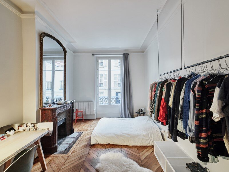 Parisian Loft with a gorgeous interior design customized with walnut and glass (13)
