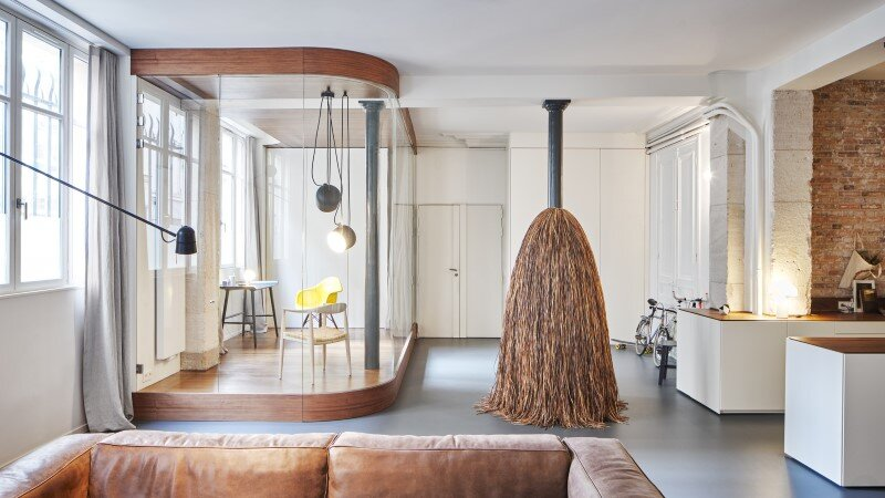 Parisian apartment with a gorgeous interior design customized with walnut and glass (15)