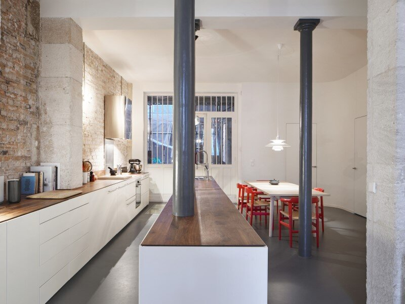 Parisian apartment with a gorgeous interior design customized with walnut and glass (17)